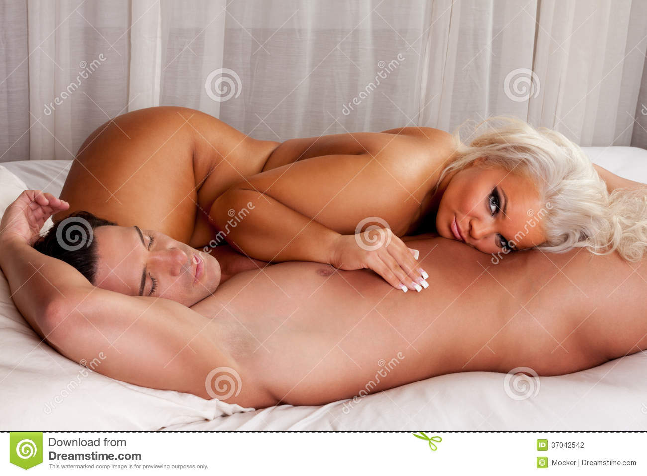Sexy naked couples on bed images